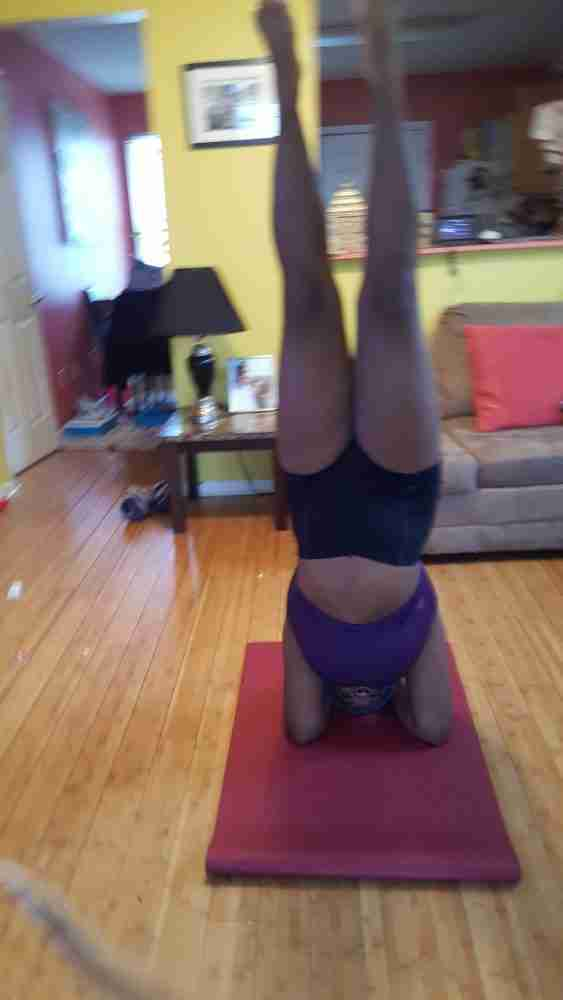 One of my fitness goals for 2017 was finally being able to do a forearm stand. I wasn't being too ambitious. Being able to do a forearm stand while supporting my head was something I'd never been able to do even when I was at my fittest in high school dancing 8+ hours every week. This told me that whatever I'd done in the past had not truly helped me with my forearm stand, which is only partially upper body strength, but, from what I've experienced, is mostly abdominal strength and balance. Abdominal strength has never been one of my strong points, and if you caught my other post, Abdominal Strength: Thoughts From a Girl Who Has Always Been Killed By Crunches, then you know that abs and I have never been close.